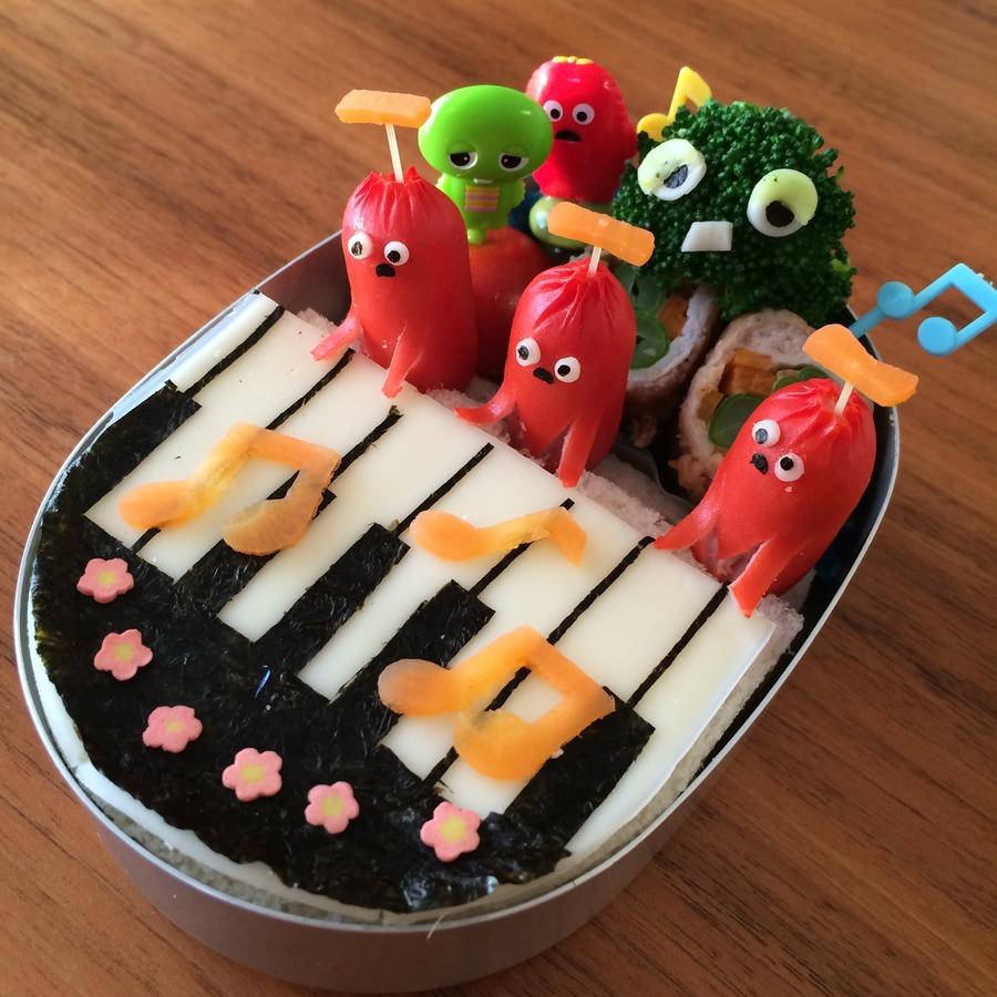 ガチャピンにおくるムックのピアノ演奏サンドイッチ